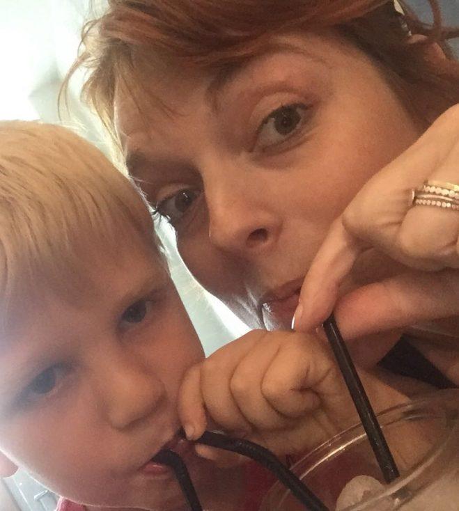 Mijn zoon en ik delen een mocktail.